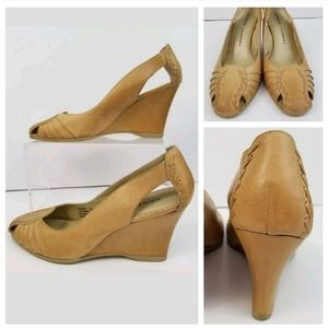 """Chinese Laundry 7M Tan Leather 3"""" Wedge Heels"""